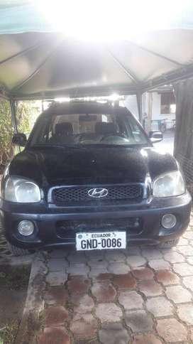 Hyundai Santa fe año 2004 2.7 DE REMATE!!EN QUITO