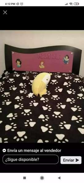 Vendo cama para niña con tocador y mesita de noche
