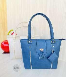 Hermoso bolso de dama nacional. Hay muchos modelos y colores al mismo precio.
