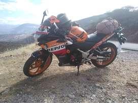 Moto Honda CBR 250 modelo Repsol