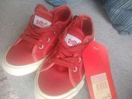 Zapatos nuevos para niña talla 33