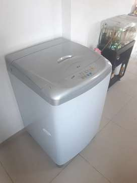 Se vende lavadora LG de 24 libras