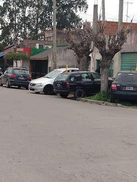 Casa y dos locales comerciales en block