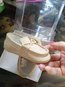 Vendo zapatos bebe talla 19 poco uso perfecto estado