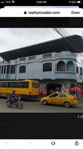 Casa comercial rentera avenida principal