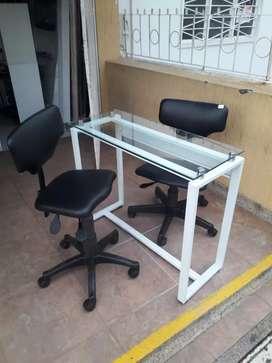 Vendo  mesa  de manicura con  2 sillas