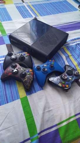 Vendo Xbox 360 Slim E