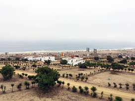 Terreno con vista panorámica a playas del Sur Chico en condominio privado con parques y sede social