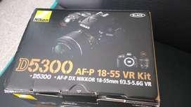 Cámara NUEVA NIKON d5300, lente 18-55 mm, batería y cargador