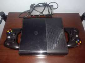 Xbox 360 super slim con disco duro y 2 controles
