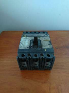 BREAKER THERMAL-MAGNETIC, 50 AMP, 380/220 V, 415/240V, 3 LINEAS, EN EXCELENTE ESTADO FUNCIONA.
