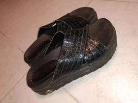 Zapatillas original talle 36 y sandalias 36