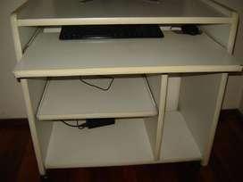 Mesa de Computacion . Muy Buen Estado