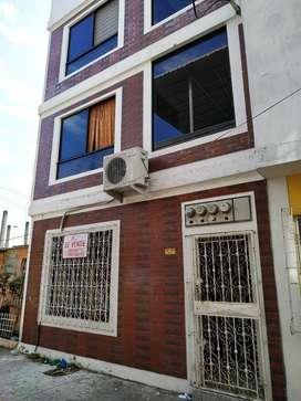 Venta de Casa Rentera en Sauces 6, a dos cuadras de Avenida Principal