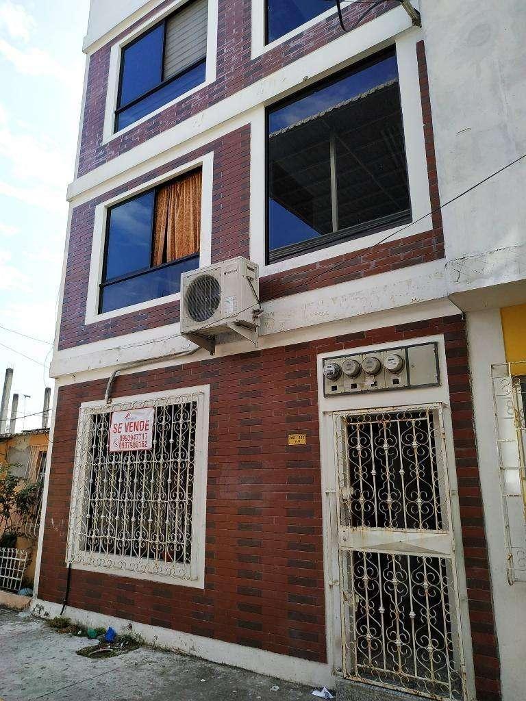 Venta de Casa Rentera en Sauces 6, a dos cuadras de Avenida Principal 0