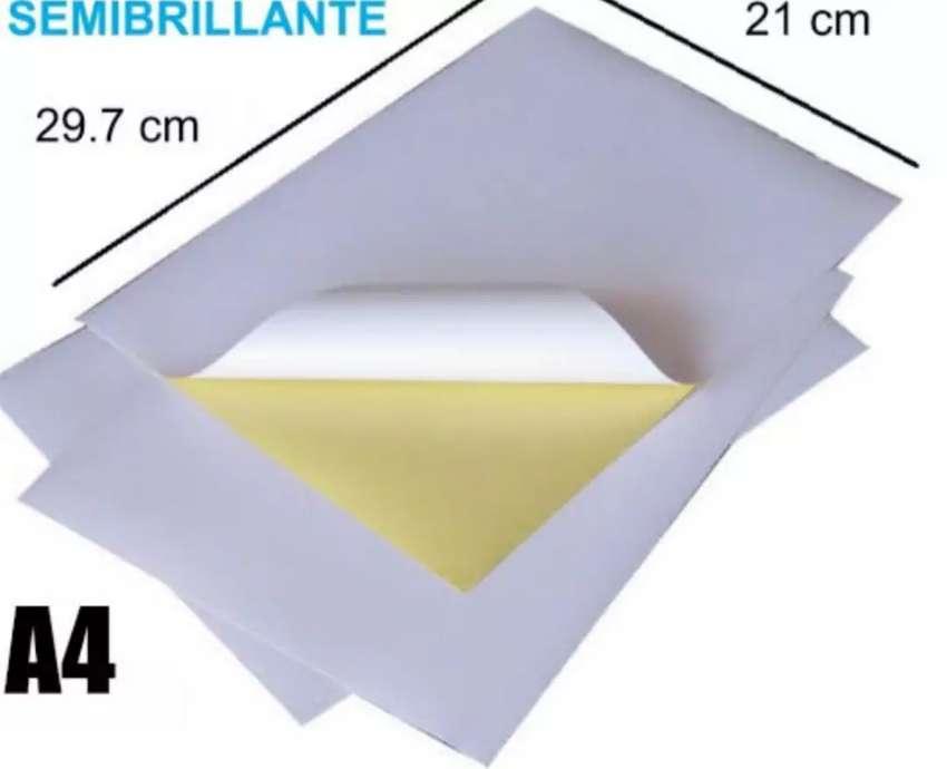 Papel brillante adhesivo blanco A4