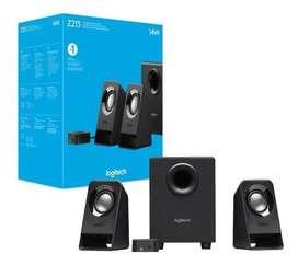 Parlantes Logitech Z213, Equipo de sonido potente 14w para portatiles, celulares y computadores