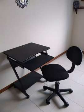 Mesa para computador y silla giratoria