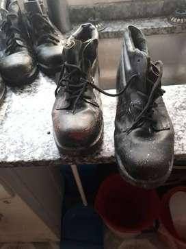 Botas de cuero de trabajo usadas desde 1000$