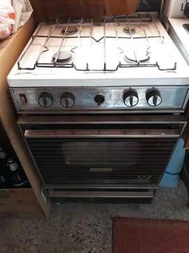 Cocina usada con 4 hornallas y horno Hurlingham