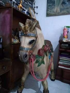 Escultura Pony Mery