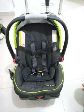 Silla de bebé para carro.