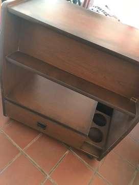 Mesita madera ideal par tv, netbook, escritorio