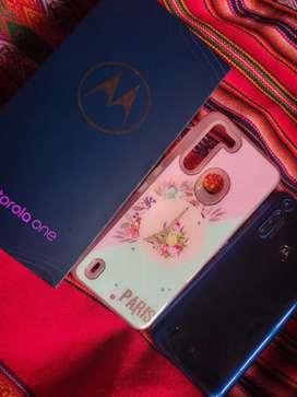 Motorola one fusion con accesorios