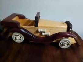 Antigüos y decorativos carros de madera