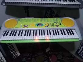 REMATO ORGANO PIANO TECLADO CASIO JAPONES CON LUCES