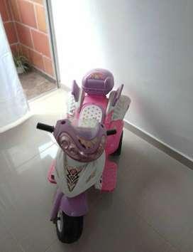 Se vende moto eléctrica para niña