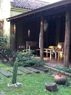 Vendemos casa estilo campo ubicada en Parque las Naciones.