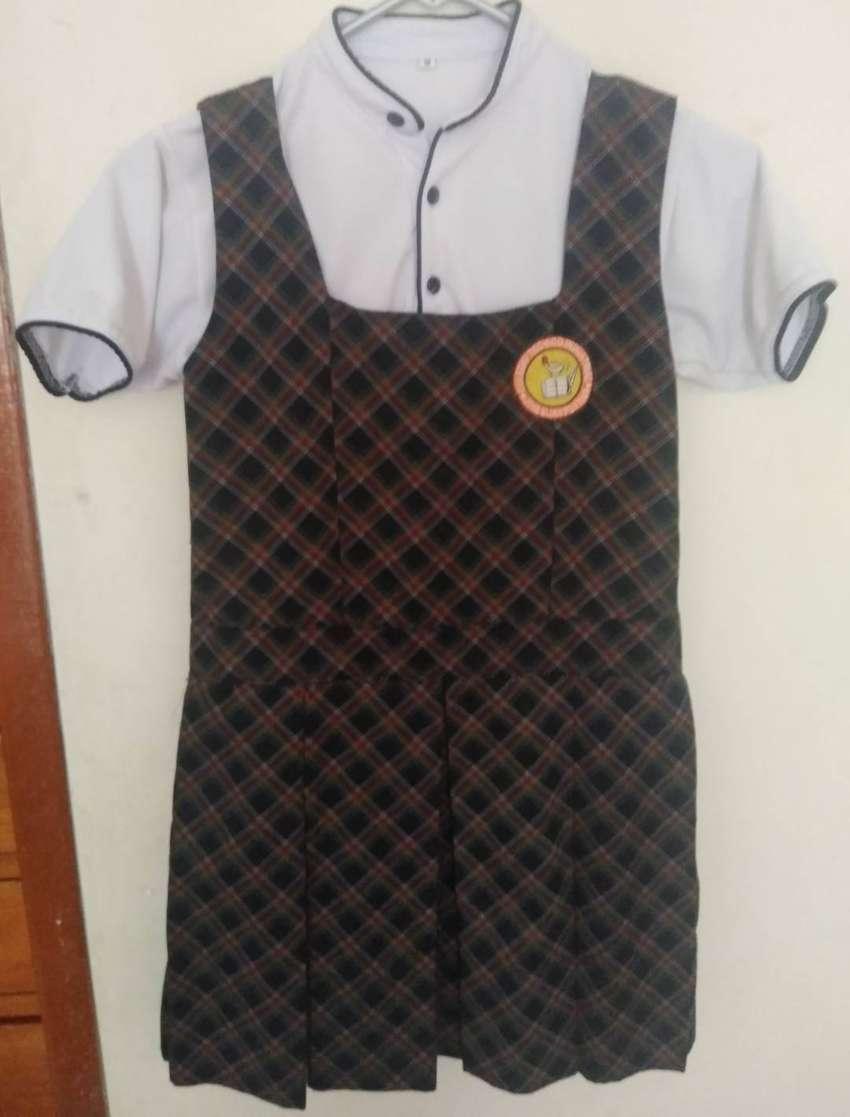 Vendo uniforme para niña 0