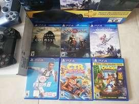 PlayStation4, 2 controles, 6 juegos físicos, auriculares todo en caja original.