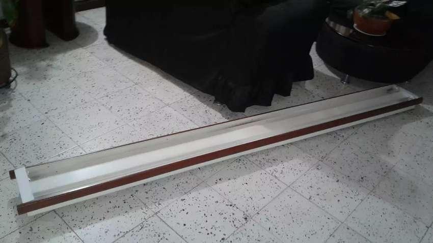 Soporte lampara tubo mide 2.5 metros 0