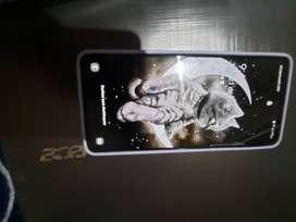 Galaxy A51 de 128 almacenamiento y 4 de ram.