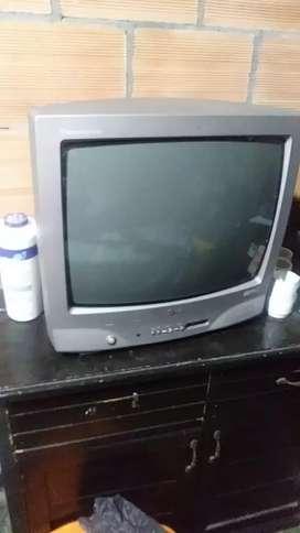 Se vende televisor antigüo, no es LCD. Buen estado.