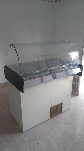 Heladera con vidrio curvo