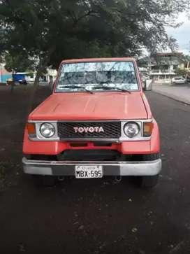 Carro Toyota Land Cruiser año 1988