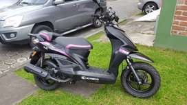 Vendo espectacular moto automática como nueva