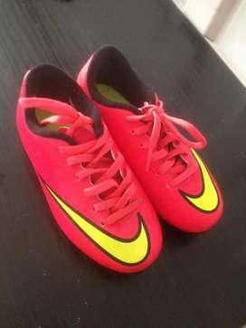 Vendo Tacos de Fútbol Marca Nike