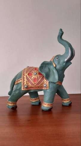Elefante hindú en cerámica