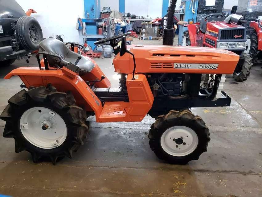 Tractor minero agricola japonés KUBOTA 19 HP, 4x4, modelo B1400 DT 0