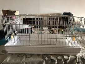 Esta jaula mide 30X30X57, es para cualquier tipo de roedor,esta en muy buen estado.