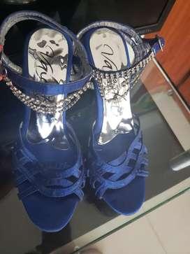 Sandalias azules con aplique