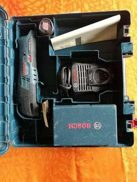 Multi herramienta oscilante marca Bosch GOP 10,8V-LI Professional