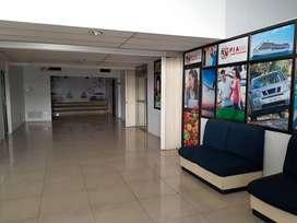 Alquiler de amplias oficinas con bodegas
