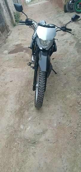 Vendo linda moto 250cc para enduro  por motivo de viaje recien echo el mantenimiento de valvulas carburador y empaques