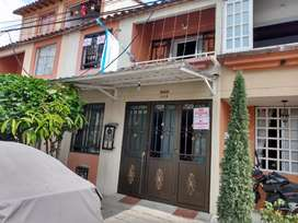 Se vende casa de dos plantas  Molinos del Campo P/ta
