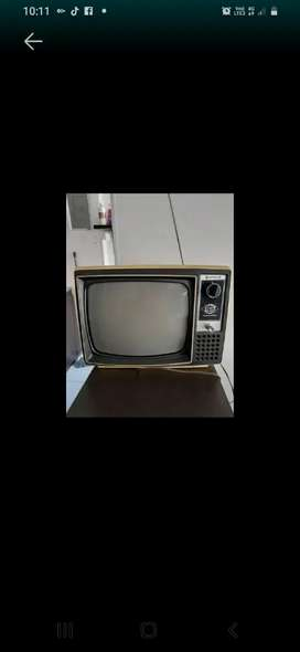 TV ANTIGUO CON MAS 60 AÑOS